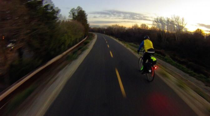 Portez un casque et un gilet à vélo, électrique ou non !